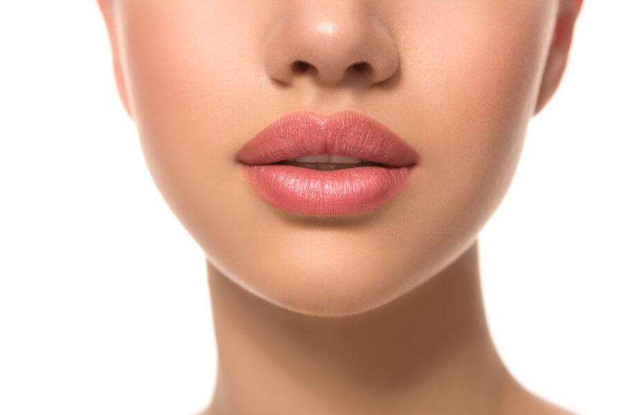 Modelowanie   wypełnianie   powiększanie ust – kwas hialuronowy